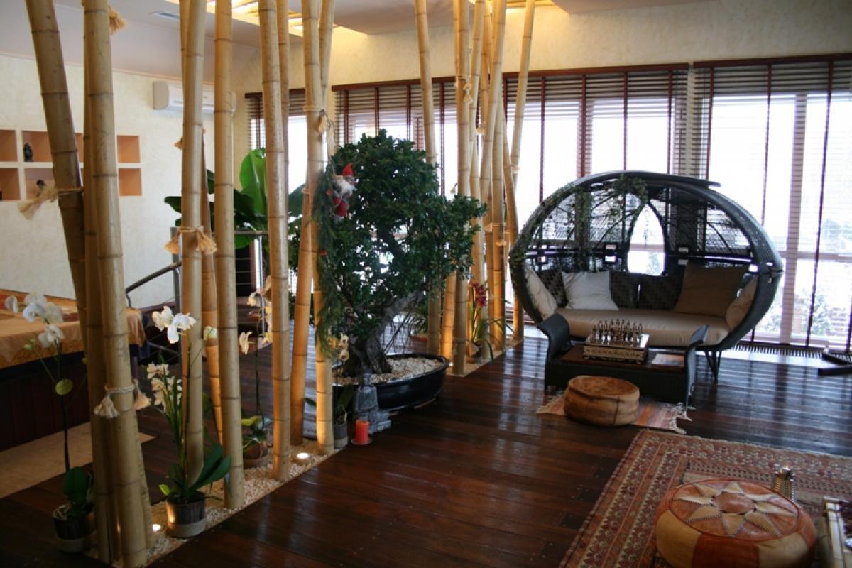 Стволы бамбука в интерьере бамбуковый рай.